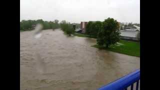 preview picture of video 'Povodně Frýdek-Místek 17.5.2010 - most u plaveckého bazénu'