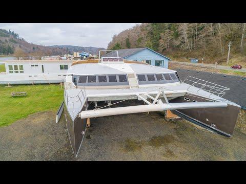 Catamaran Bloomfield 86 Motorsailor video