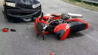 video-incidente-tra-auto-e-moto-ad-ariano