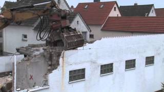 preview picture of video '02 Ausräumen: Vom Altbau zum Effizienzhaus - So rechnet sich eine Sanierung'