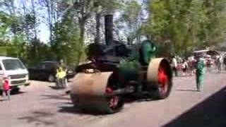 preview picture of video 'Dampfwalze - steam road roller - Locomobile'
