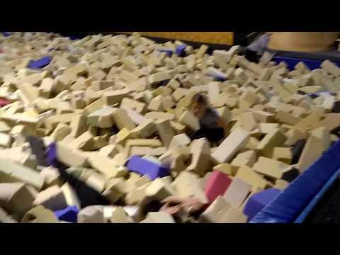Video Akrobatyka dzieci: Urodziny we Freestyle Park w Chorzowie oraz otwieranie prezentów ????????????