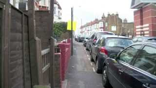 preview picture of video 'Walking in North London: Caledonian Road to Wood Green via Finsbury Park'