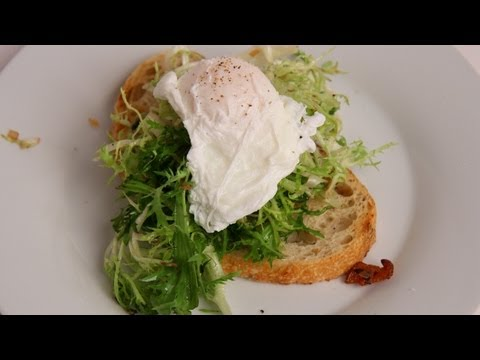 Bistro Salad Recipe – Laura Vitale – Laura in the Kitchen Episode 385