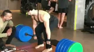 Tiger Shroff Deadlifts 200KG With an Ease.