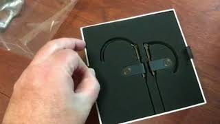 Unboxing the Bang & Olufsen Earset wireless earphones