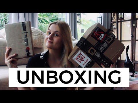 UNBOXING: INTRÍNSECA + DARKSIDE BOOKS | Laura Brand