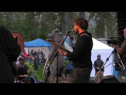 Big Fat Buddha perform You Drive Me Crazy (Baby Blue) at the 2012 Girdwood Forest Fair