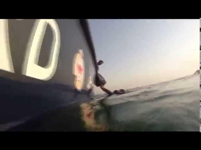البحرين: لحظة القبض على مهربي متفجرات عن طريق البحر مصدرها ايران