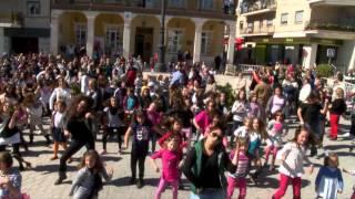 preview picture of video 'Flashmob Morata de Tajuña 09/03/2014'
