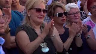 Alle 10:30 il funerale di Nadia Toffa. L'ultimo saluto alla giornalista delle 'Iene' viene celebrato nella cattedrale di Brescia, città dove è nata e viveva, da padre Maurizio Patriciello, il parroco simbolo della lotta alla 'Terra dei Fuochi' in Campania.