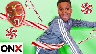 Shiloh and Shasha OUTSMART Gingerbread Man's CANDY CANE!  - Onyx Kids