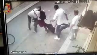 Omicidio a Barletta, arrestato presunto assassino: vittima uccisa con forbici nel collo - Il video dell'aggressione