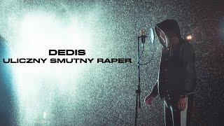 Kadr z teledysku Uliczny smutny raper tekst piosenki Dedis