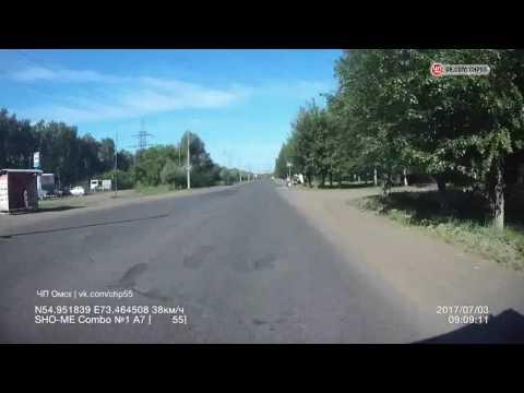 В Омске насмерть сбили пешехода на остановке