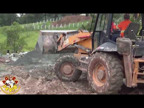 Consórcio Construtor São Lourenço tenta arrumar a Estrada do Morro do 72