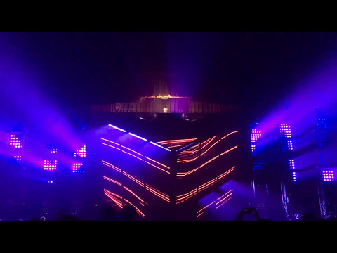 Deadmau5 - Raise Your Weapon (Noisia Remix) (Aragon Ballroom - Chicago, IL)