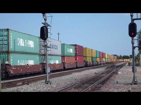 BNSF 8162 5378 7216(122両編成の貨物列車)