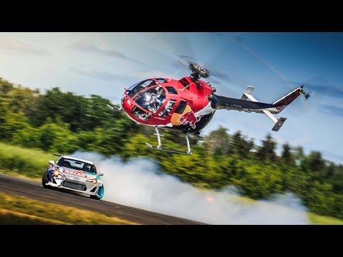 Un helicoptero persiguiendo a un coche haciendo drifting 1