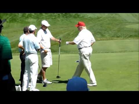 Prezident Trump si v rozporu s předvolebními sliby vzal dovolenou a bude hrát golf