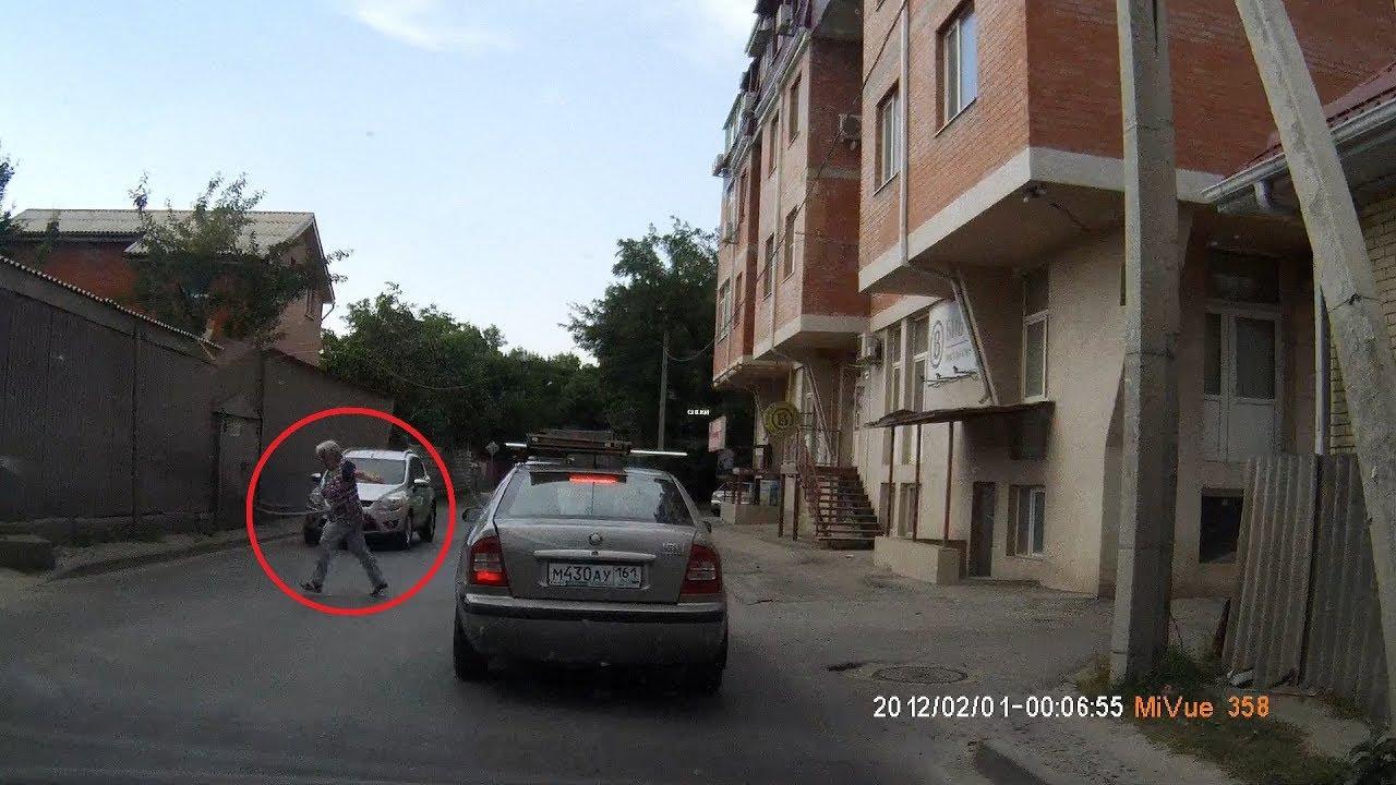 Женщина пыталась перебежать дорогу перед автомобилем в Ростове-на- Дону