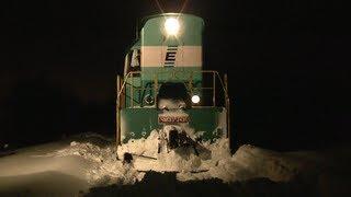 Максимальный снег: тепловоз ЧМЭ3 снегоочистителям / Super snow: CME3 as a snowplough