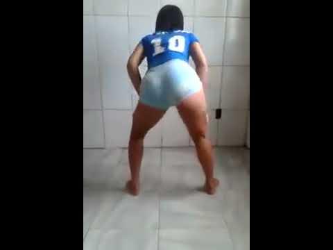 novinha de 17 anos dançando funk