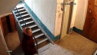 Видео пример с камеры видеонаблюдения в подъезде AHD 1,3 Mp.