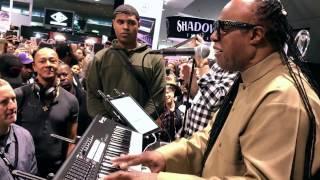 """Stevie Wonder improvise on """"Tell Me Something Good"""" @ NAMM 2017"""