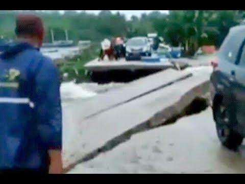 Detik-detik Warga Terseret Banjir, Jalanan Lumpuh di Barru