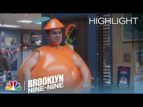 Brooklyn Nine-Nine 2.04 (Clip)