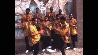 Ladysmith Black Mambazo - The Lion Sleeps Tonight