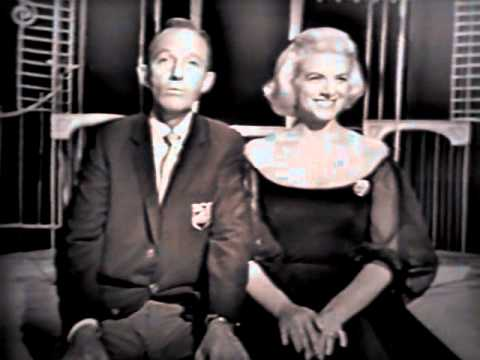 Bing Crosby & Rosemary Clooney - Here Comes Santa Claus - Christmas Radio