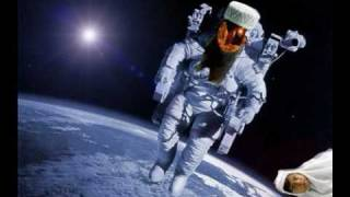 preview picture of video 'Muslim astronaut in space worship problem. / هراء أكثر من القرآن والإسلام'