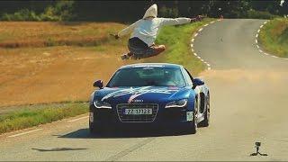 Парень перепрыгнул машину на скорости 150 км/ч!