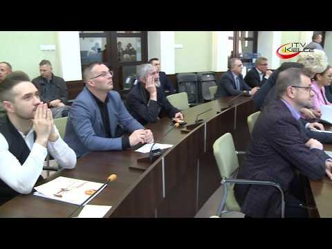 Radni nie zgodzili się na podwyżki, ale dali pieniądze dla Korony – ITV Kielce