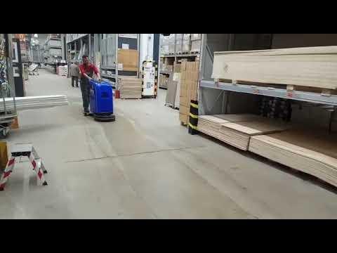 Работа поломоечной машины МЕТЛАНА М50В в торговом зале магазина OBI