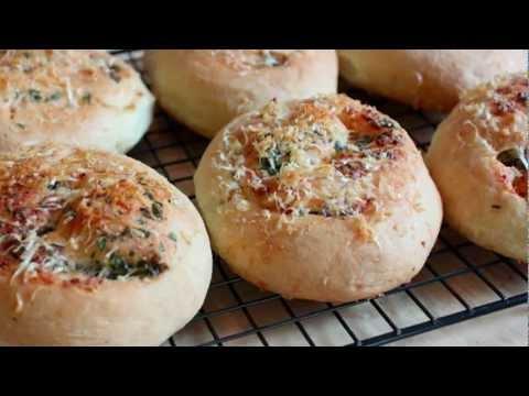 Garlic Parmesan Dinner Rolls Recipe – No-Knead Italian Dinner Rolls