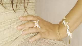 """Bracelet """"Atlantis"""" vermeil plaqué or 18 carats et nacres blanches naturelles"""