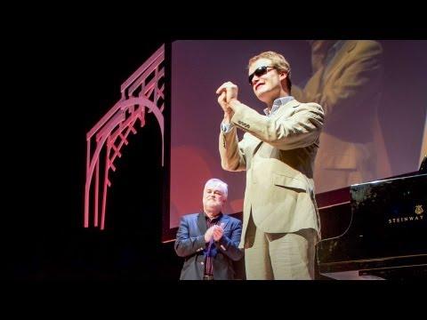 דרק פרוויציני: הצצה מרתקת למוחו של גאון מוזיקלי אוטיסט