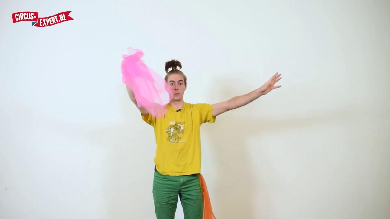 product video Set van 3 Henrys jongleerdoekjes met een boekje 70 x 70 cm