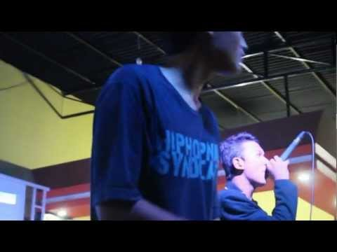 Istoria Crew Ft Kids Joe - Langkah Awal @New Rex Cafe (FP3).flv