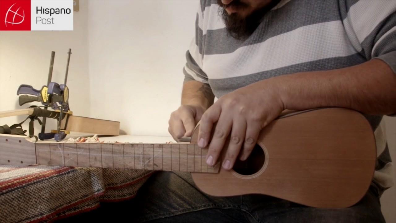 Fabricante de instrumentos Son Jarocho en México
