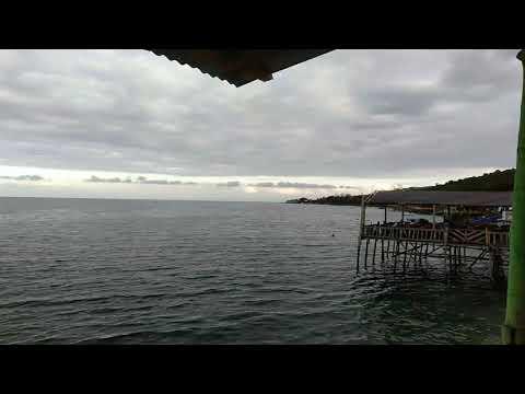 Pantai Luwuk Banggai.