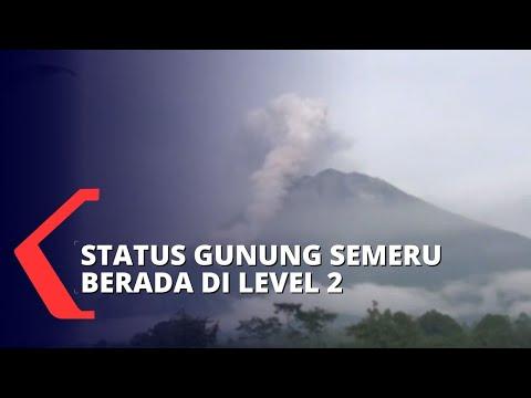 gunung semeru terus mengeluarkan guguran lava aktifitas warga terpantau normal