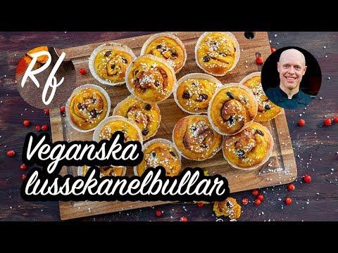 Veganska lussebullar med kanel. En variant på lussekatter fast dessa bakar du som kanelbullar med smak av saffran i degen och fyller med kanel och socker.>