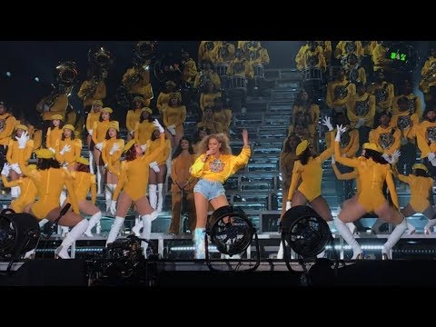 Beyoncé - Intro Crazy In Love / Freedom / Lift every voice and sing / Formation Coachella Weekend 1
