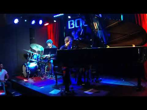 Miguel Benito drum solo (beam and the boys) con Miguel Rodriguez Trio@Bogui Jazz