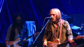 Tom Petty & The Heartbreakers - A Woman In Love ( It's Not Me )