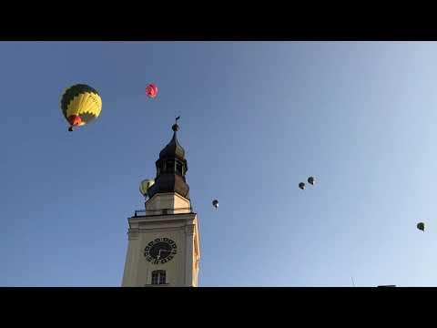 Wideo1: Balony nad ratuszem w Lesznie